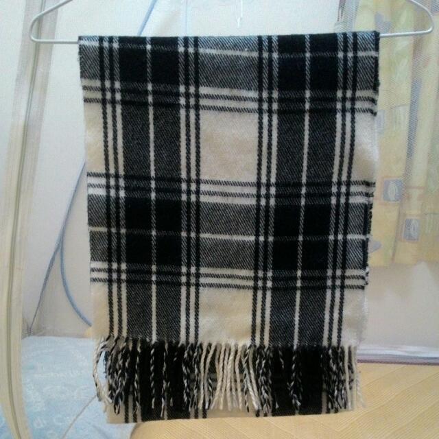【出清】黑白格流蘇短圍巾
