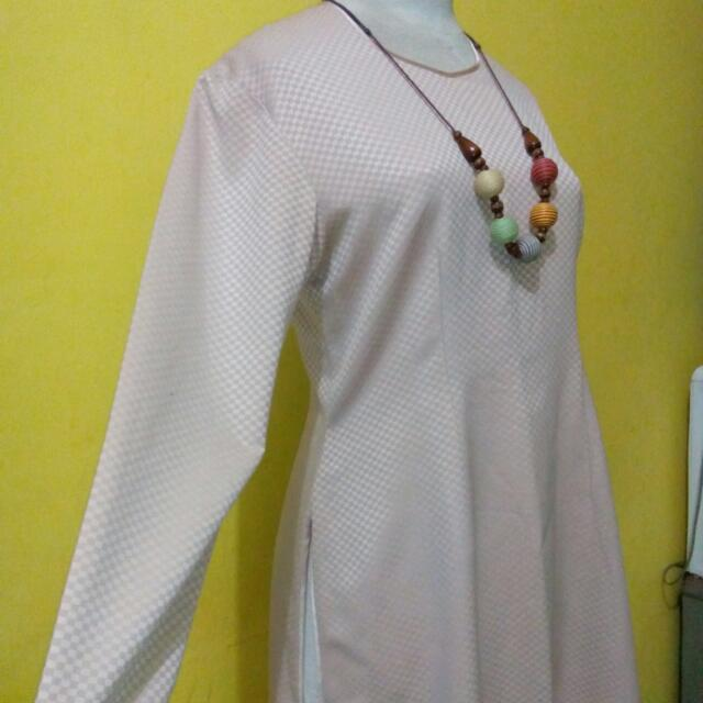 Baju Atasan Panjang  List Lingkar Leher , Lengan Dan Bawah Baju