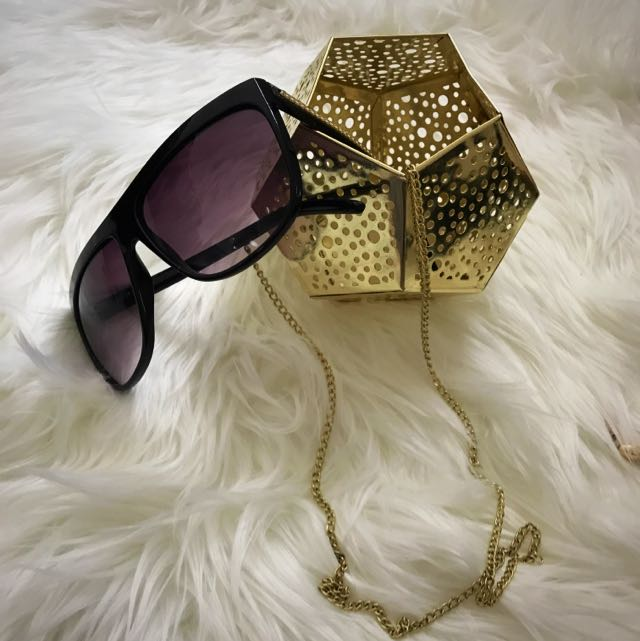 Party Sunnies With Gold Chain