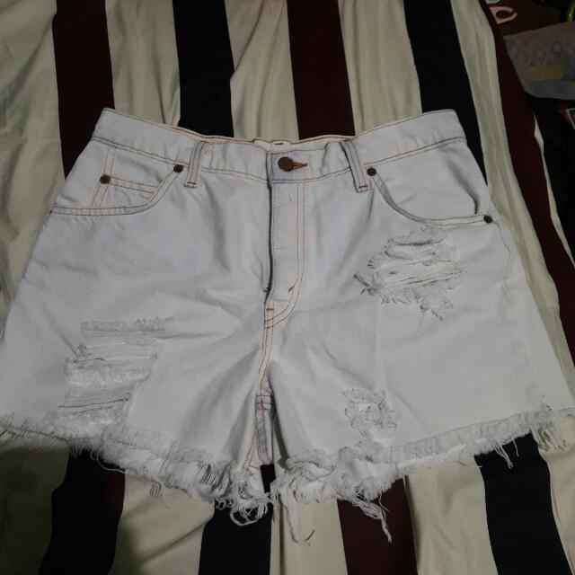 Ripped HW Levi's Shorts