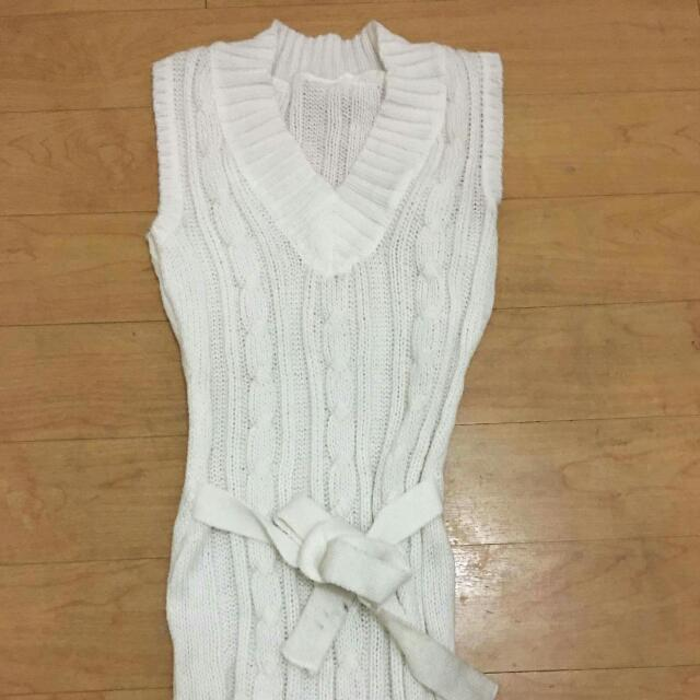 White Knit Sleeveless Shirt (Or Top With Inner)
