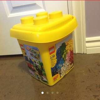 607 Piece Lego Set