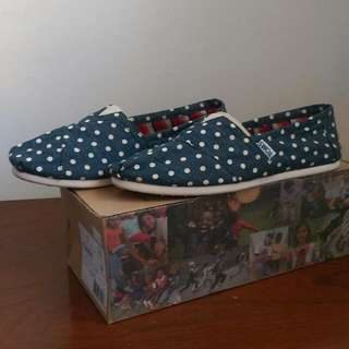💯正品-TOMS 深藍白點帆布懶人鞋(W8=25公分)近全新