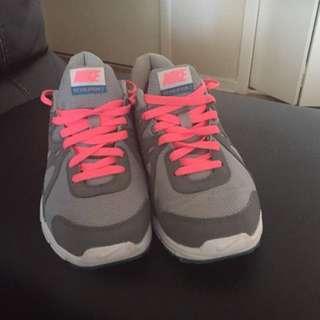 Women's Nike Revolution 2