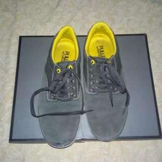 Sepatu Pull & Bear