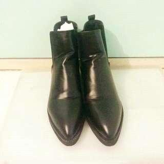 黑色尖頭短靴 boots 👢