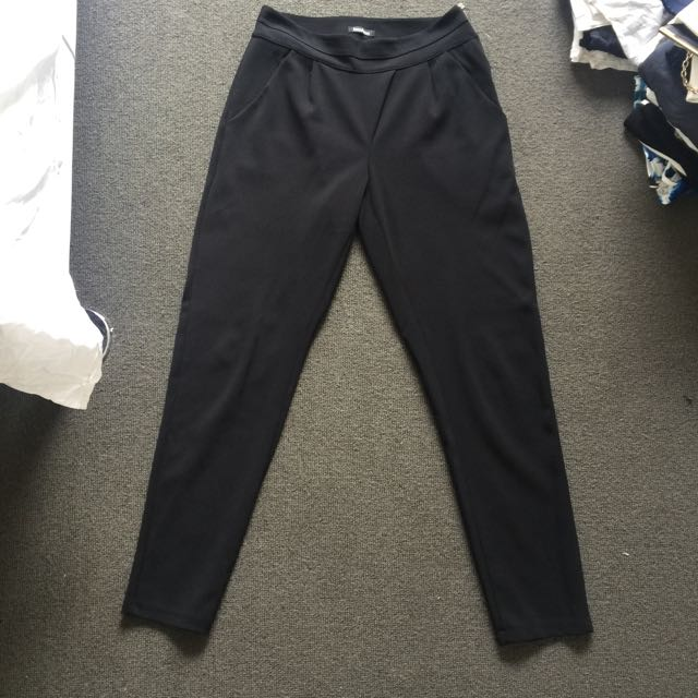 BOOHOO size 10 Cross Over Slim Fit Pants