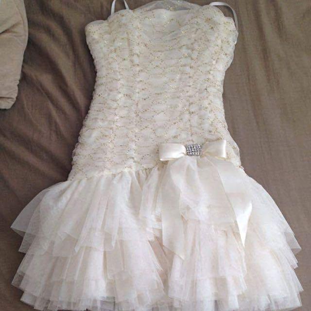Laura Petites 6P Cream Ruffle Dress