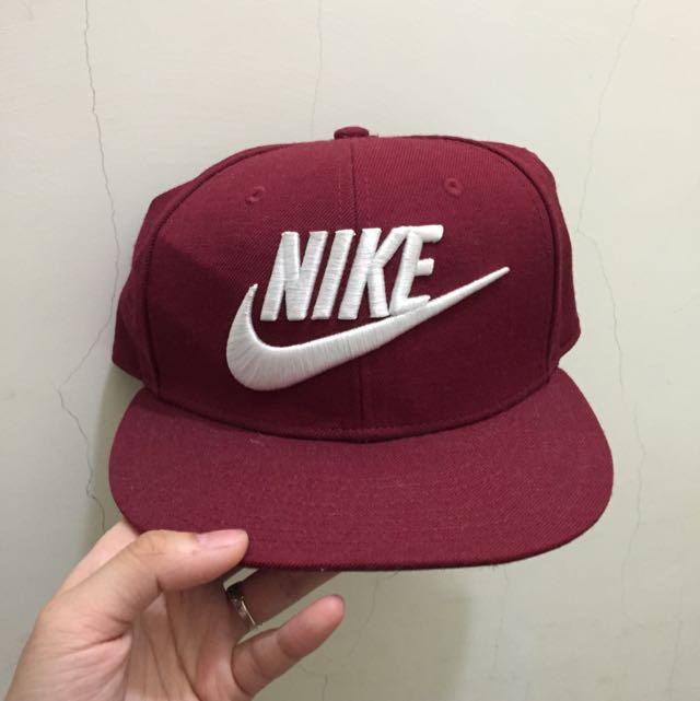 Nike 酒紅帽