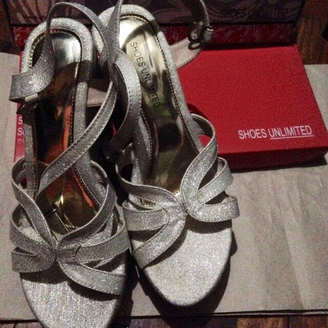 Shoes Unlimited Gold Wedge Sandals