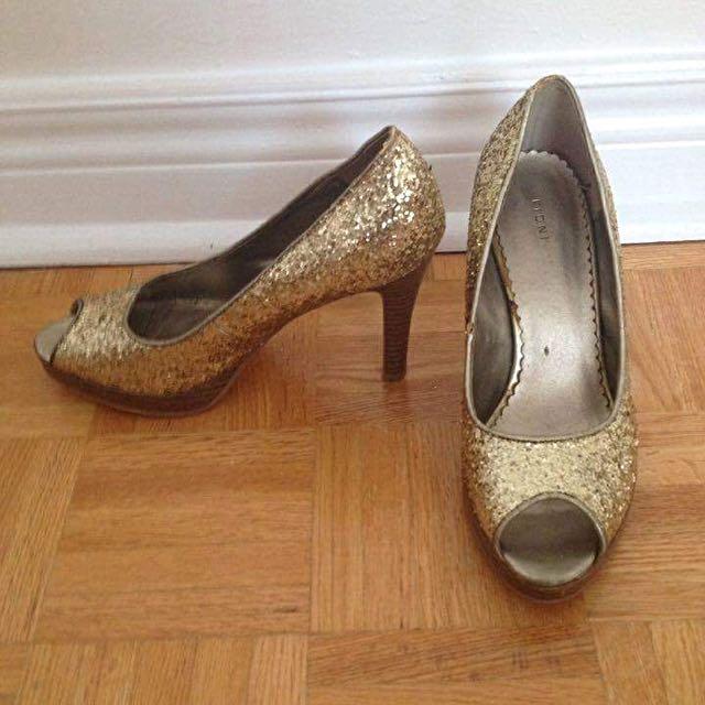 Size 6.5 Gold Glitter Heels