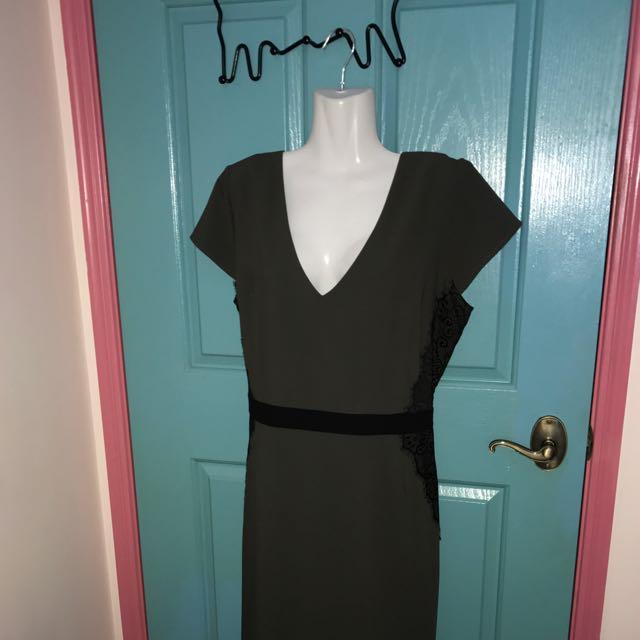 SZ 18 Contour Style Dress