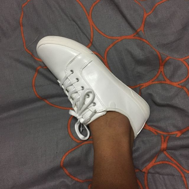 The Perfect White Shoes / Pull & Bear
