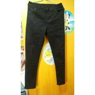 黑色超顯瘦九分褲