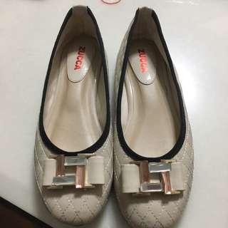 菱格車線氣墊平底鞋