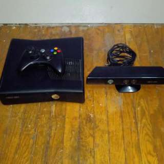 XBox 360 + Wireless Controller + Kinect + 17 Games