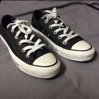 Woman's Converse Size 5 Good Condition
