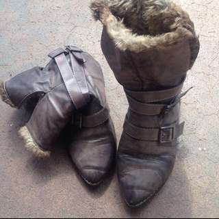 Size6 Fur Ankle Boots