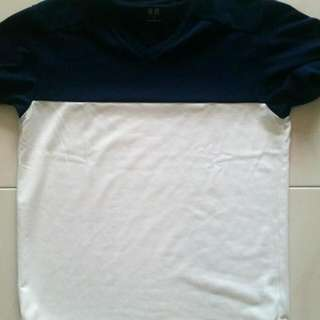 Uniqlo brand new t shirt (not worn yet), selling coz too small. Small size