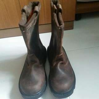 safety boot size 43( brand new ,not worn before)