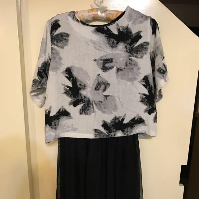 黑色花朵上衣+黑色背心紗裙