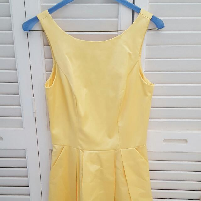 Cue Size 6 Yellow Satin-like Material Dress