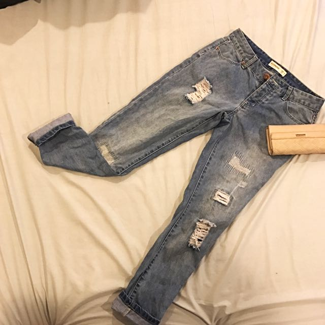 GOOD CONDITION RIPPED BOYFRIEND JEANS