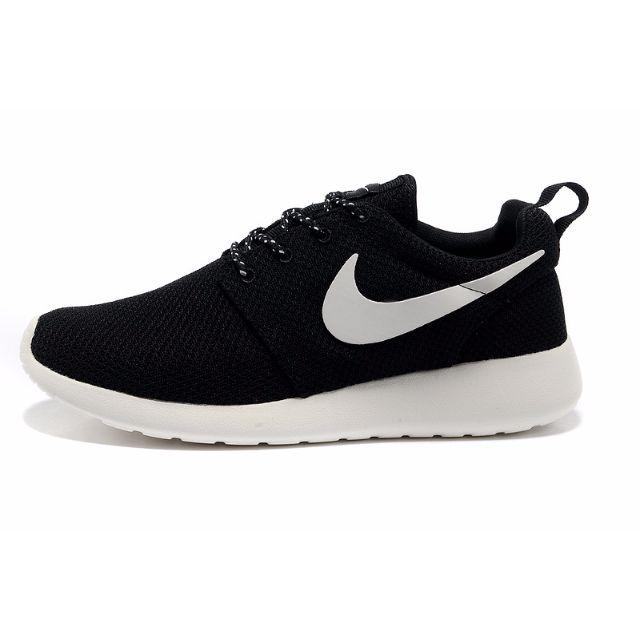 purchase cheap e2cf6 be661 Nike Roshe Run classic SIBO, Women s Fashion, Shoes on Carousell