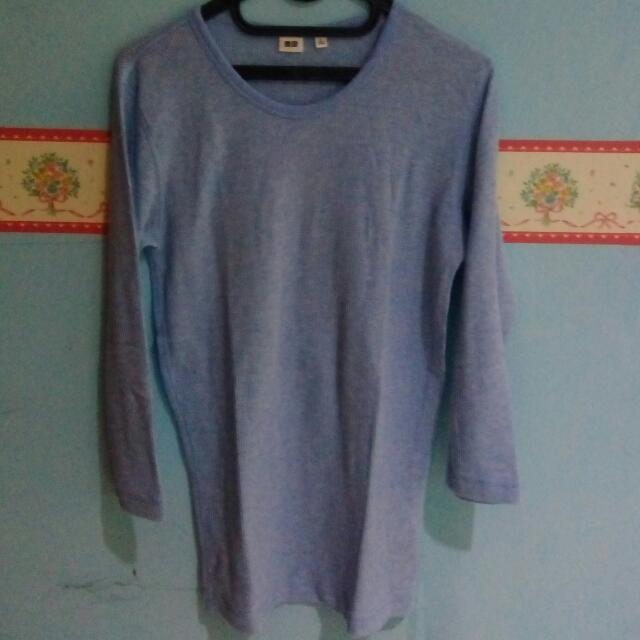 Sweater Biru Uniqlo
