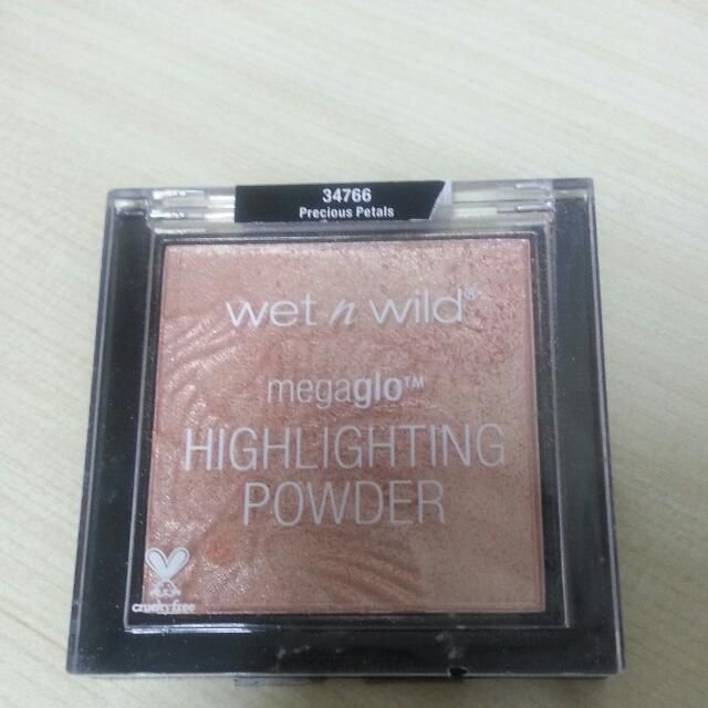 Wet N Wild Highlighting Powder In Precious Petals