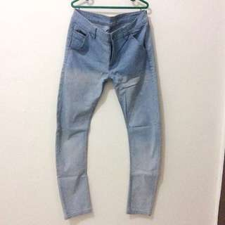 16DS Washed Jeans