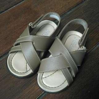 [Preloved] Sepatu Sandal Yongki Junior Size 24