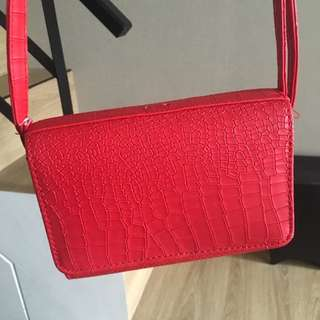 正紅色仿皮革小包包