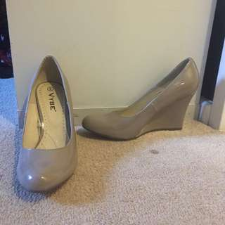 Vybe Grey Shoes Size 8