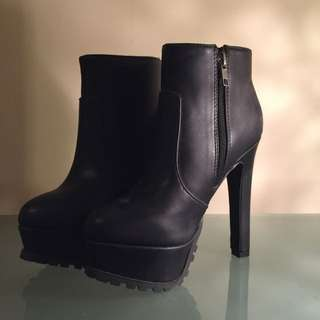 Brand New Size 6 Verali Black Boots