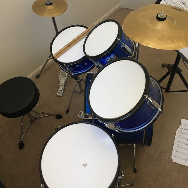7 Piece kids Accoustic drum kit
