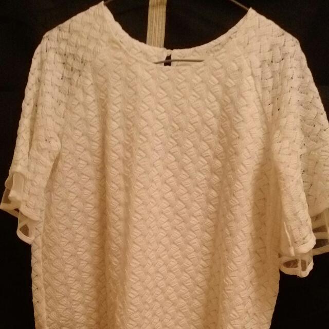 流行白色蕾絲喇叭袖口甜美上衣