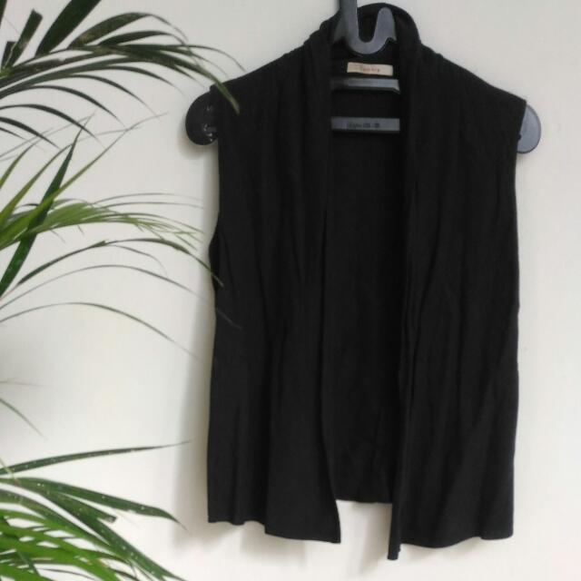 [Preloved] Black Vest