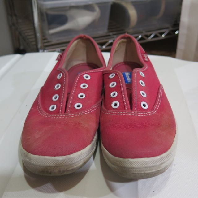 RED KEDS SNEAKERS