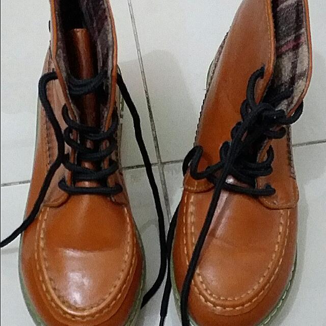 Sepatu boot HK ringan