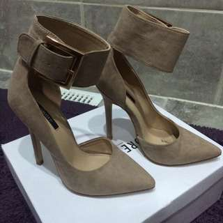 Size 6 Forever XXI heels