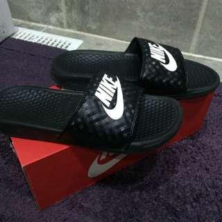 Size 8 Nike Slide