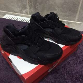 Size 5.5 y Black huaraches