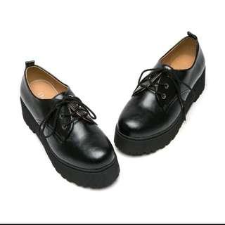 輕搖滾厚底鞋 (達芙妮— Young系列)