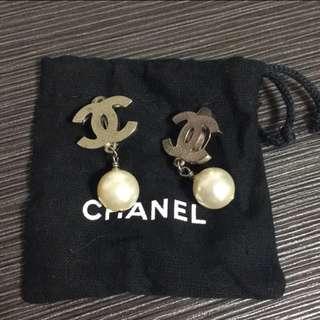 香奈兒 Chanel 珍珠垂墜加夾式恩耳環