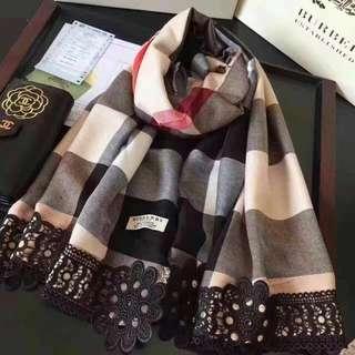 Burberry 專櫃新款圍巾💋💋手邊現貨一條💋🌸🌹