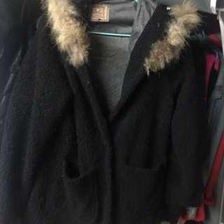 黑色長外套,