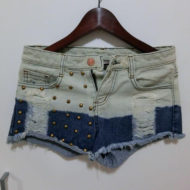 牛仔短褲(卯釘造型)
