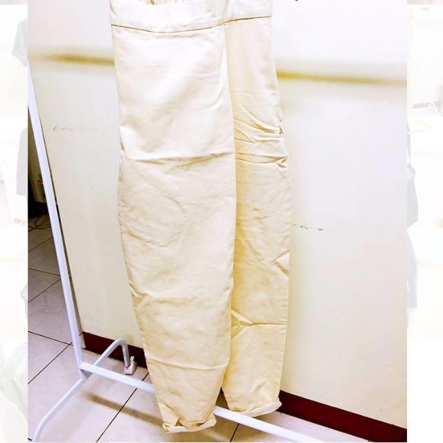 可愛的杏色寬寬褲