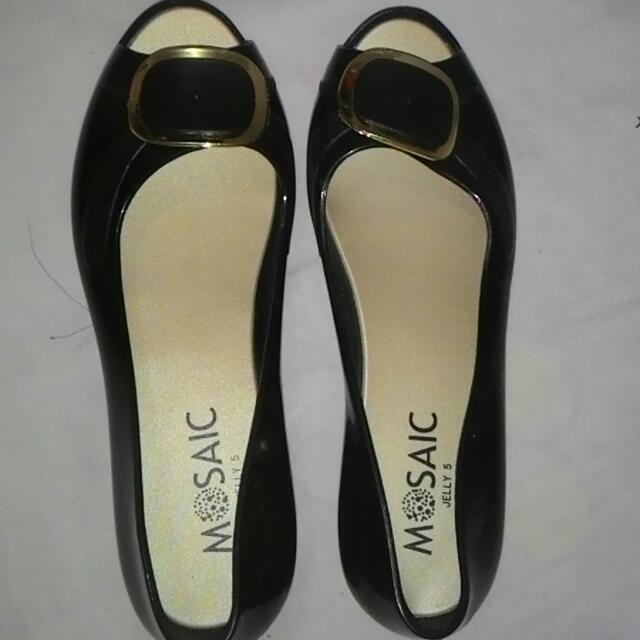 RESERVED FOR (S.BLANCIA)JELLY SHOES SIZE 5